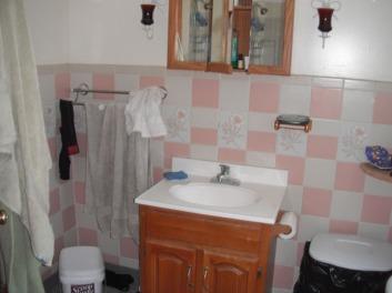 2nd floor bathroom before